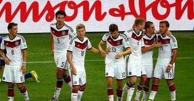 Mesut Özil wünscht sich M. Hummels und B. Höwedes beim FC Arsenal London!